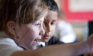 girl-school-ashfield-computer